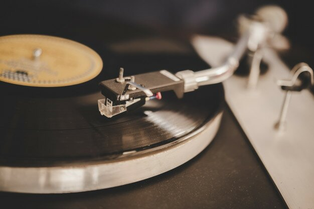 toca discos girando com vinil vintage